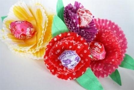 Поделка букет цветов из фантиков от конфет своими руками