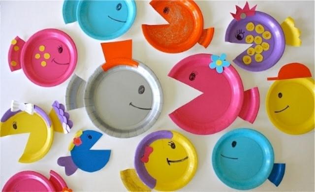 Не забудьте про морских животных, которых легко сделать своими руками из картона или пластиковых тарелок.