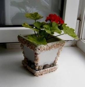 Декор ракушками цветочного горшка