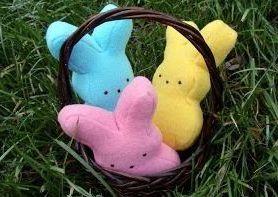 Пасхальный заяц является одним из символов празднования Пасхи. Предлагаем сделать детям зайчика из ткани своими руками.