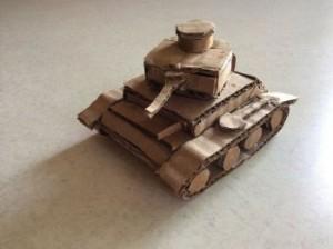 можно дополнить танк мелкими элементами в виде люка и сапёрной лопатки.