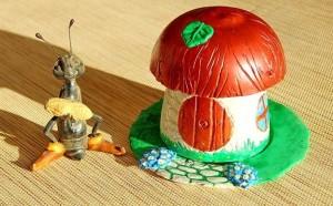 В статье речь пойдет о том, как с помощью обычного гипса можно создать маленький шедевр – садовую фигурку в виде грибка своими руками.