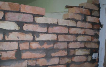 Монолитные стены, в отличие от каркасных, намного лучше сдерживают низкочастотные звуки