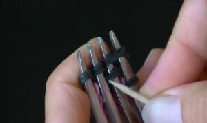плетение браслетов с помощью вилки фото