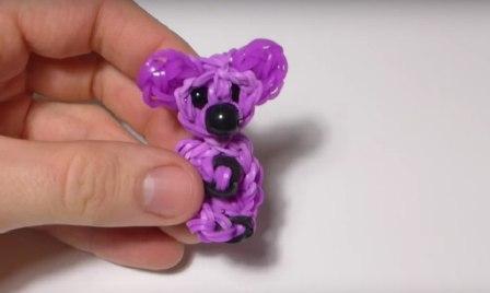 Петельку удобно использовать для брелка, а если вы хотите игрушку надеть на ручку, можете спрятать её