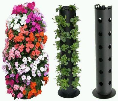 В цветочных магазинах сегодня продаются оригинальные вертикальные цветочницы со специальными отверстиями для растений