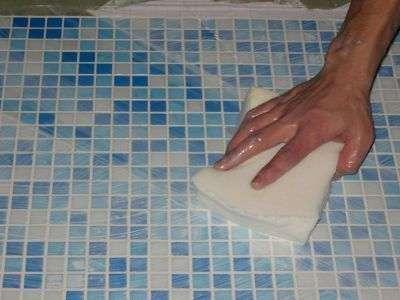 Средство для мытья плитки в ванной