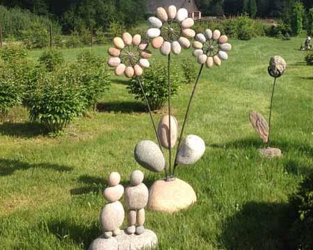 поделки из камня и металла, который или создаёт своеобразный каркас или выполняет функцию дополнительного декоративного элемента