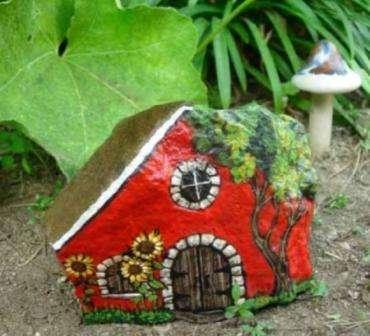 Красивые домики для декора дачи