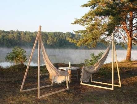 Подвесное кресло можно повесить не только на ветке дерева, но и в беседке