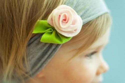 Повязка на голову с интересным цветком