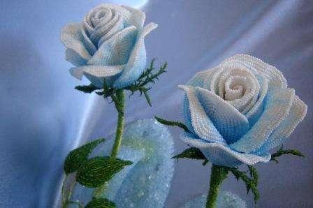 Как сделать розу из бисера, видео МК для начинающих