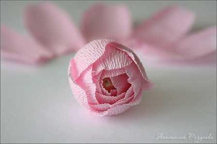 Цветы из гофрированной бумаги пошагово розы