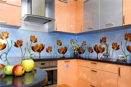 Ставим стеклянный фартук на кухню