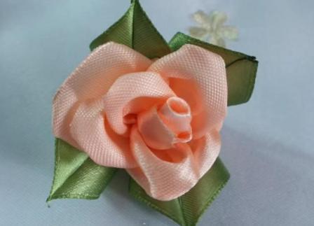 Создание чайной розы из атласа