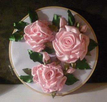 В качестве примера, можно взять самую простую чайную розу, способ изготовления которой описан выше