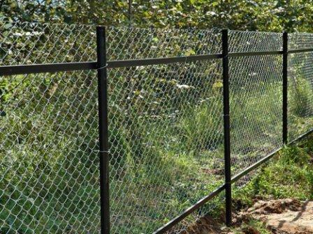 забор из рабицы своими руками фото инструкция