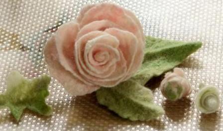 Нунофелтинг или цветы валянием из шерсти. Фото и видео