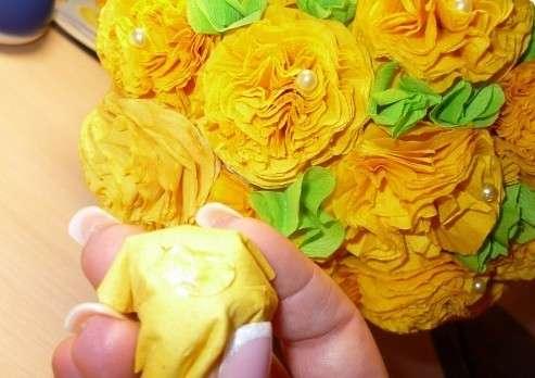 Как сделать легкие цветы из салфеток фото 282