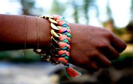 Плетем из ниток мулине браслеты своими руками