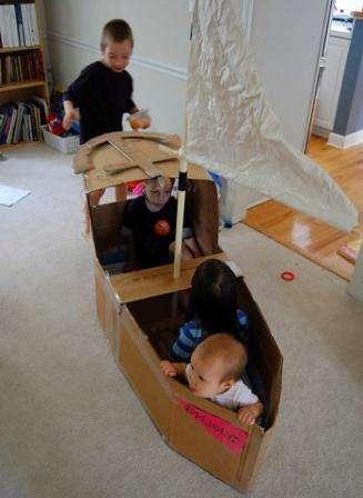 Поделки из картонных коробок - отличная возможность воплотить любую мечту малыша своими руками.