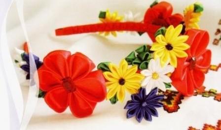 Красивый обруч для волос с цветами канзаши. Фото