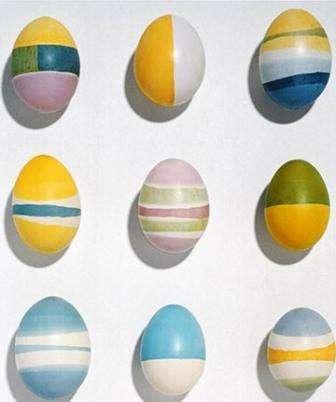 Раскрашиваем яйца воском