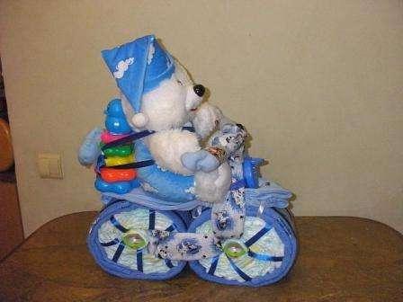 Велосипед из памперсов – отличный подарок для мальчика