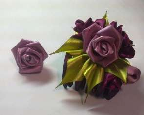Канзаши мастер класс. Цветы из атласных лент 28