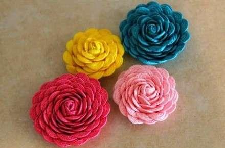 Чтобы сделать цветок из тесьмы понадобится: