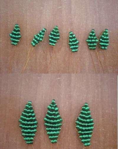 Начало листика выглядит так, что снизу будет одна бусина, потом еще две. Так увеличивая количество бусинок у вас получится красивый листочек. Увеличить бусинки нужно до 4 штук, а потом уменьшать их количество до двух.