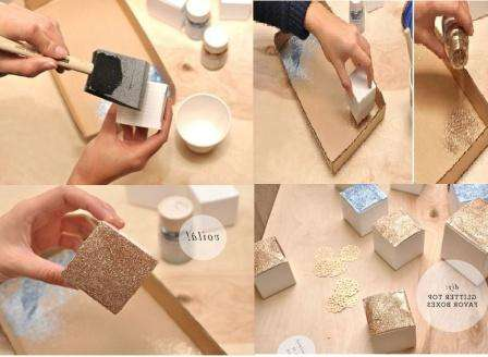 Вам нужно подготовить коробочку (готовую или сделайте по шаблону). Нанесите на коробочку клей, а потом обмакивайте её в глиттер