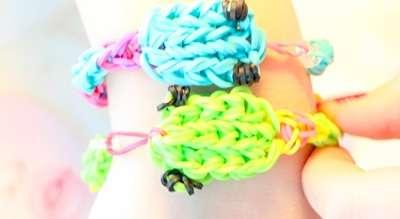 Плетение браслетов на рогатке. Видео и способы плетения