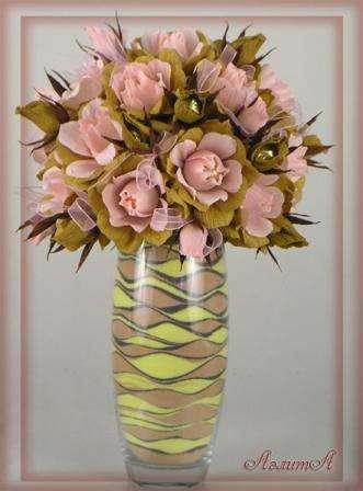 букет из цветов в вазе будет украшать спальню