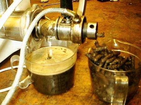 В пищевой промышленности касторовое масло используют в добавках и ароматизаторах, а также в качестве ингибиторов, предотвращающих появление плесени.