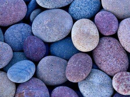 Соблюдая все эти условия, советуем выбирать небольшие камни, схожие на морскую гальку, и крупные камни соответствующего типа