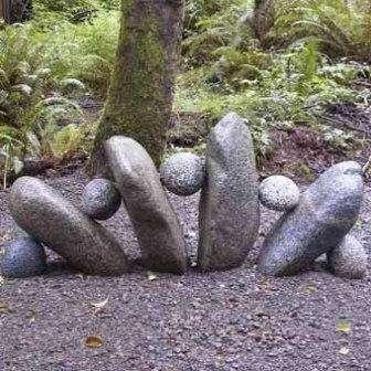 декор дачного участка камнями