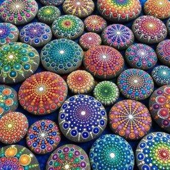 фото работ краской на камнях
