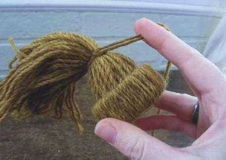 Петельку для подвешивания можно сделать из той же нитки
