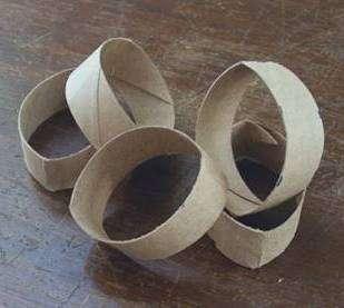 Картонные цилиндры надо отметить и нарезать кольцами, как огурец