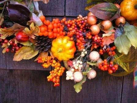 осенние украшения из листьев и овощей
