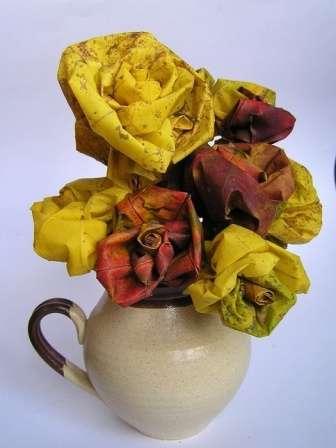 Такими розами можно украсить картину или венок