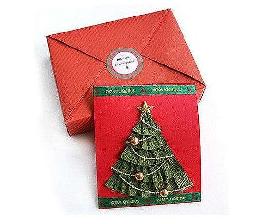 Новогодняя открытка с елочкой в юбочке