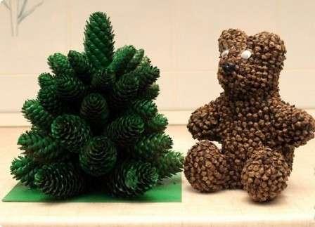 Чтобы сделать медвежонка из шишек, следует взять: