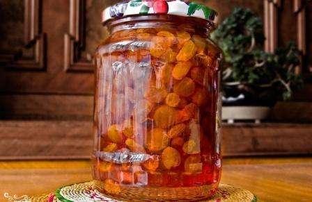 Виноград и грецкие орехи