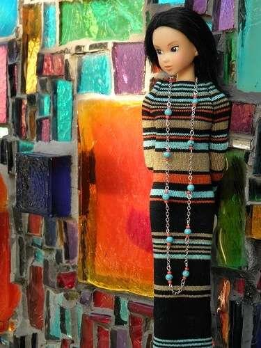 Стильно будет смотреться платье для Барби из полосатых колготок или носок.