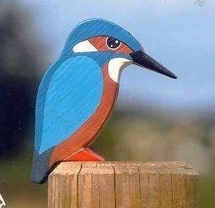 Оригинально на участке будут смотреться и другие птицы