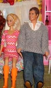 Часто кукла-мальчик играет роль жениха или друга, поэтому одежда у него должна быть стильной и элегантной.