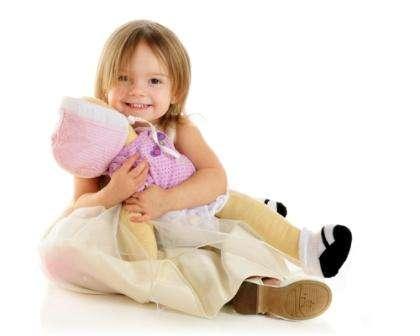 Эти куклы получили большое распространение по всему миру. В отличие от обычных мягких игрушек из ткани вальдофские куклы в точности повторяют человеческий облик. Именно поэтому при пошиве такой куклы важно придерживаться строгих пропорций тела человека.