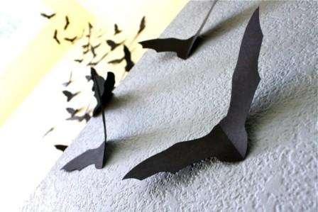 Чтобы их изготовить нам понадобится: черный двухсторонний картон, шаблоны мышей, двухсторонний скотч и ножницы